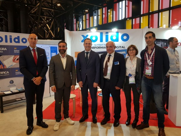 Stand Xolido 13ENISE. From left to right. José Antonio Díez (Mayor of León), Francisco Polo (Secretary of state for Digital progress), Alberto Hernández (Managing Director of INCIBE), Luis Carlos Ganso (CEO of Xolido) and staff of the Xolido team.